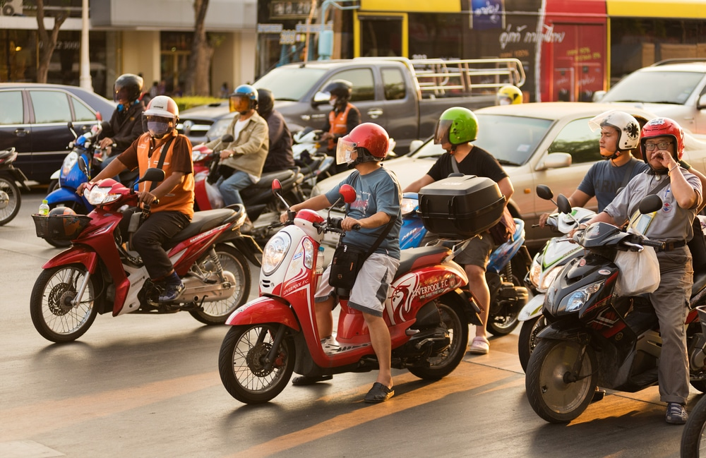 motorcycle lane splitting that can cause accident on the road